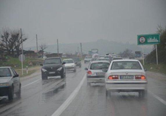 بارش سطح جاده های خراسان رضوی را لغزنده کرد