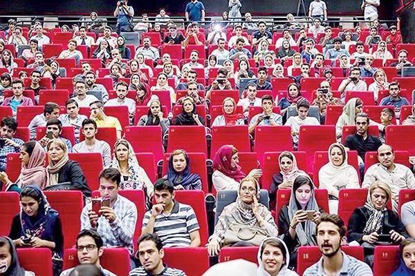 10 فیلم پرفروش سینمای ایران در سال 98 ، کمدی ها و درام های اجتماعی همچنان پرمخاطب هستند