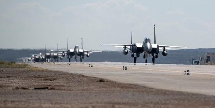 جنگنده های اف-15 آمریکا از انگلیس به غرب آسیا منتقل شده اند