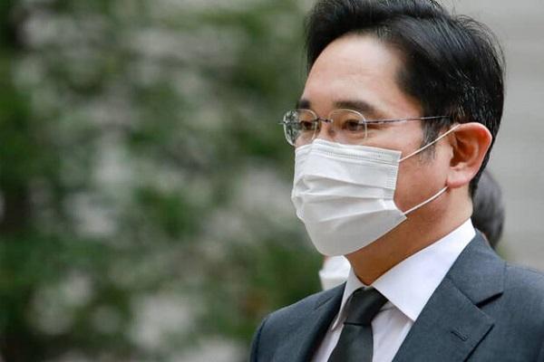 نائب رئیس سامسونگ محکوم شد، سقوط سنگین سهام شرکت
