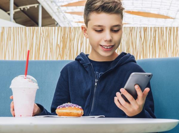 شبکه های اجتماعی باعث پرخوری بچه ها و نوجوانان می شوند شبکه های اجتماعی باعث پرخوری بچه ها و نوجوانان می شوند