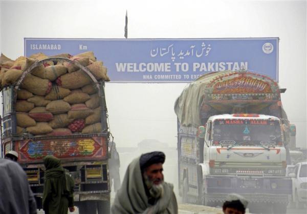 پاکستان مرزهای زمینی با افغانستان و ایران را می بندد