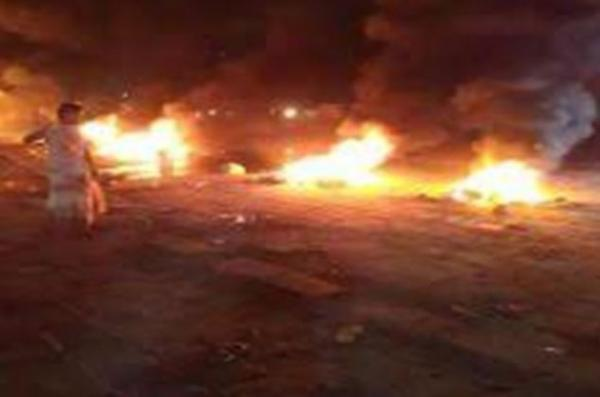 اعتراضات شدید علیه دولت مستعفی در شرق یمن ، مقر حزب اصلاح به آتش کشیده شد